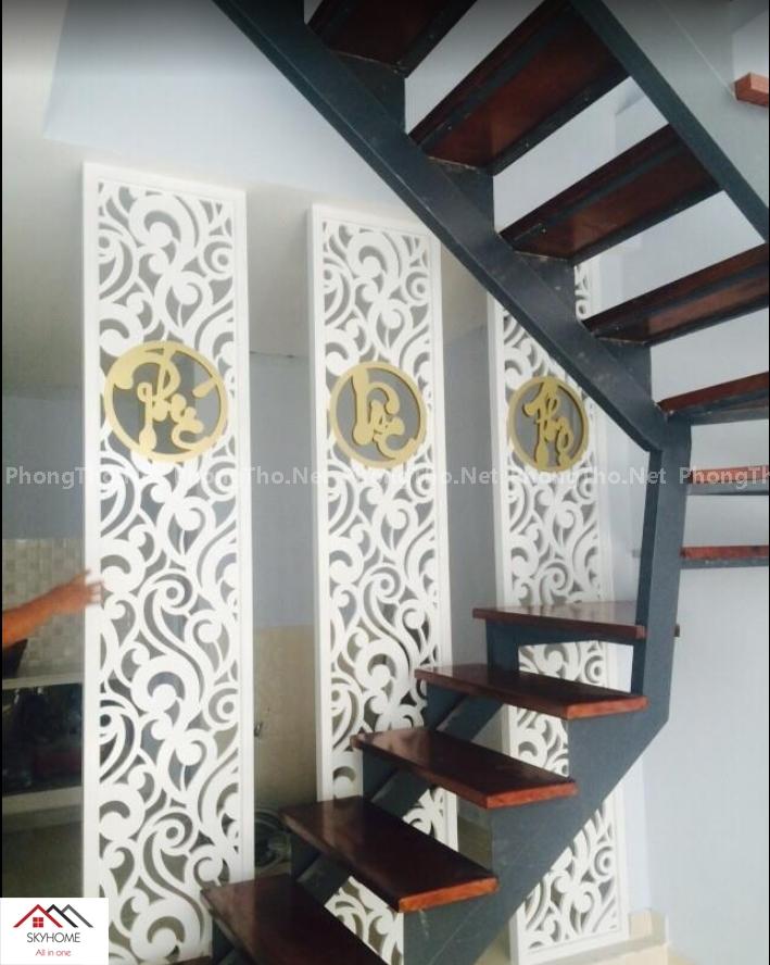 vách ngăn phòng khách và cầu thang